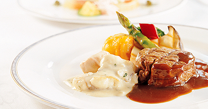 Multi-course menus of Western cuisine are prepared with elaborate care using top-quality ingredients.